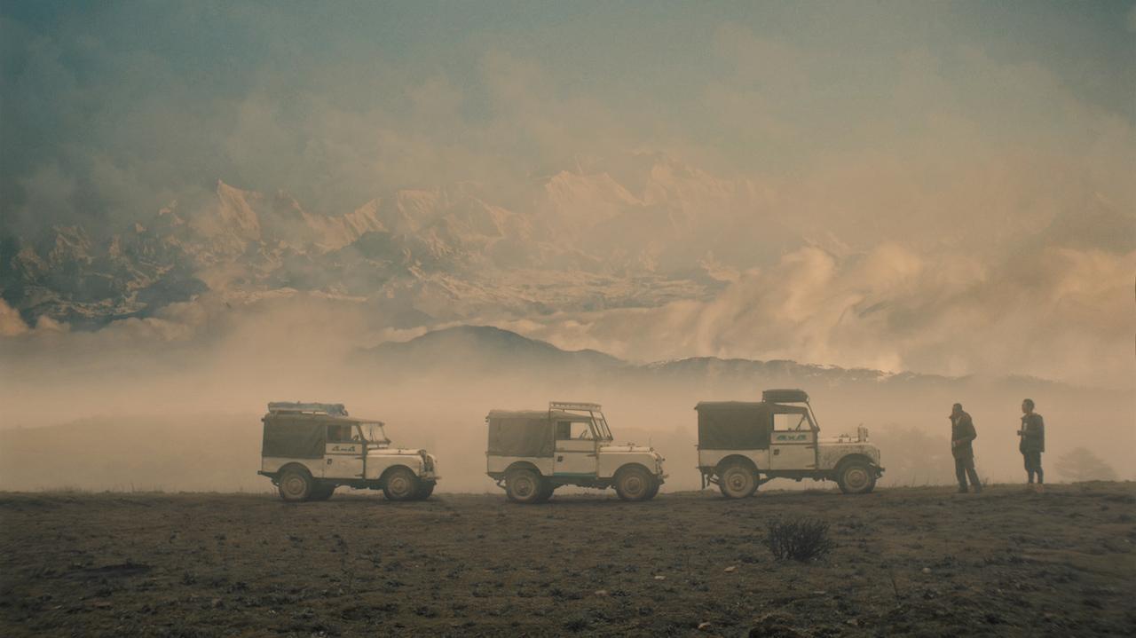 í Himalayafjöllum treysta þorpsbúar Maneybhanjang á Land Rover