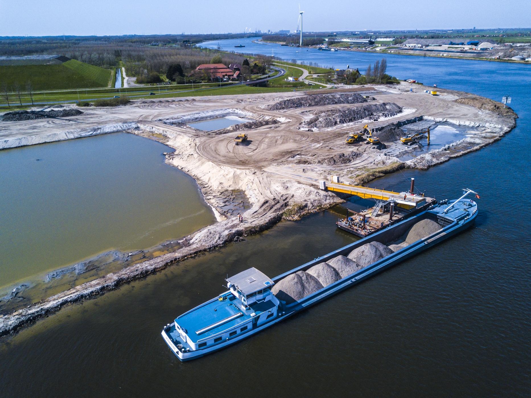 Spaansen Grondstoffen en Logistiek - project Afrikahaven - secundair vrijkomend zand