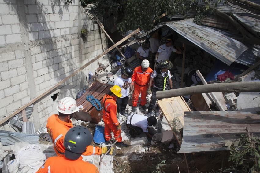 Deslizamento de terras na China faz pelo menos 24 mortos