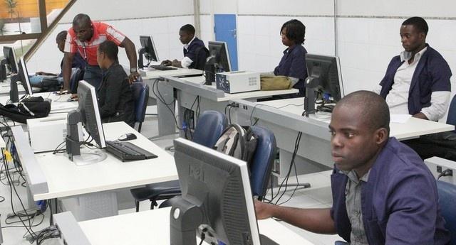 Angola: Sector industrial lidera formação técnico profissional no país