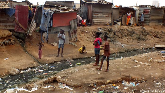 PIB angolano vai crescer menos que a população até 2022. E assim continuará difícil combater a pobreza