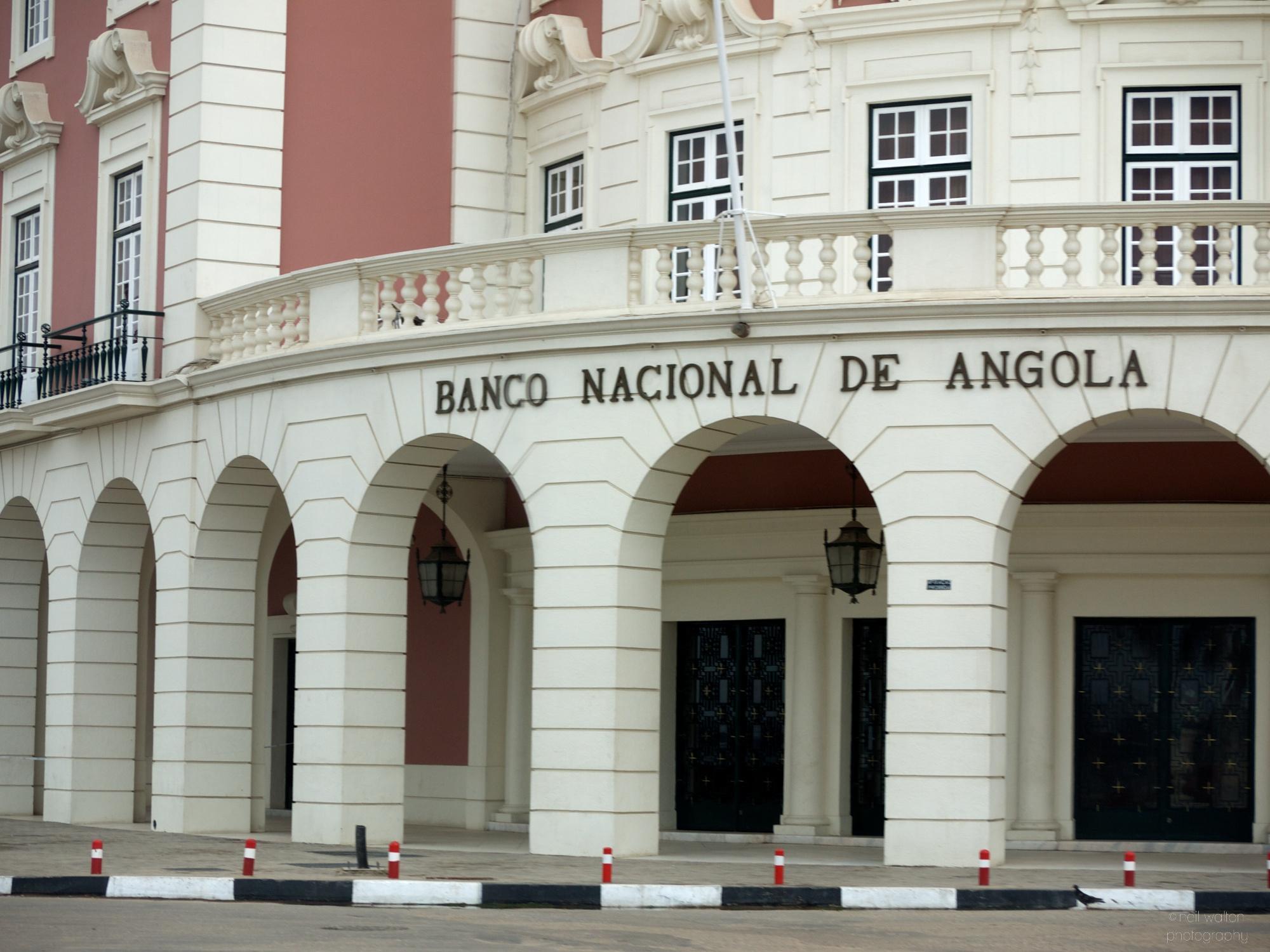 Angola coloca 40 milhões de euros no mercado e kwanza continua a depreciar-se
