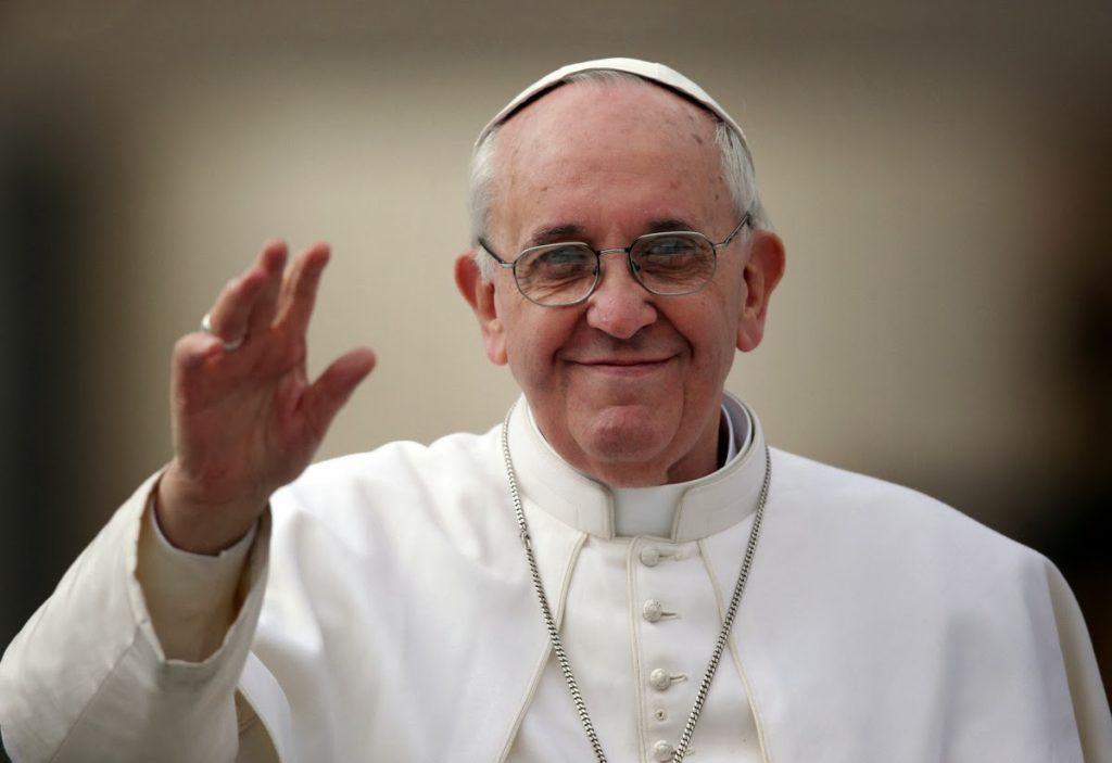 Papa convida crentes a fazer da esmola um estilo de vida