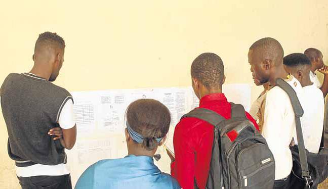 Huambo: Candidatos excluídos no Concurso Público contestam processo de ingresso ao sector da Educação