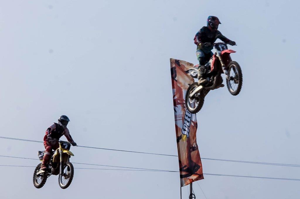 """4ª prova do Campeonato de Motocross leva """"drena"""" ao Circuito Jacaré Bangão"""