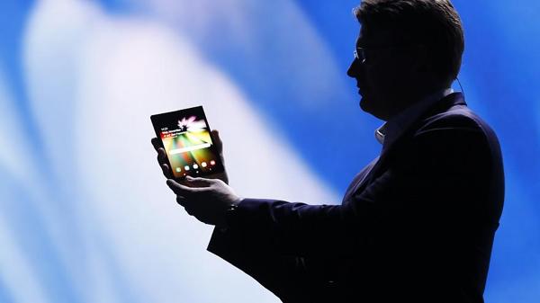 Samsung apresenta smartphone dobrável