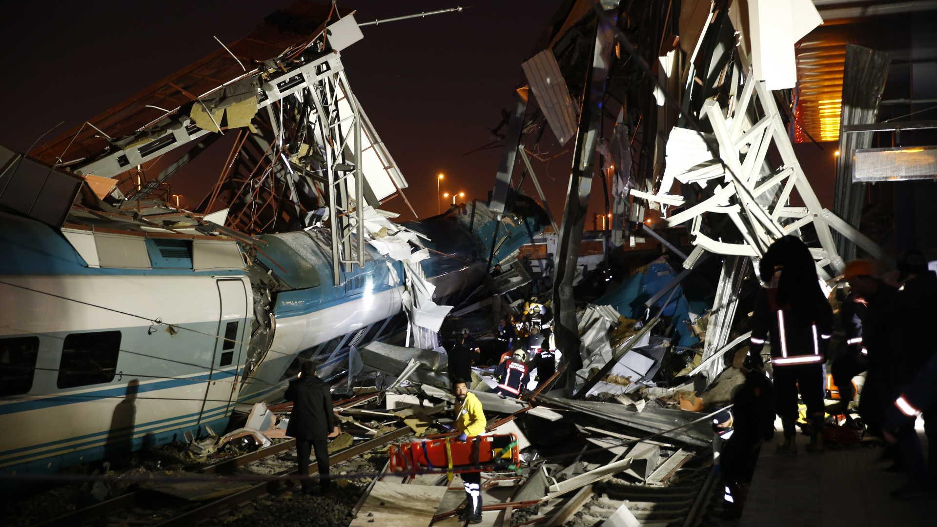 Acidente de comboio provoca quatro mortos e 43 feridos na Turquia
