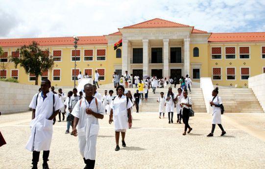 Escolas de formação de professores ficam extintas e Magistério Mutu ya Kevela passa a formar docentes