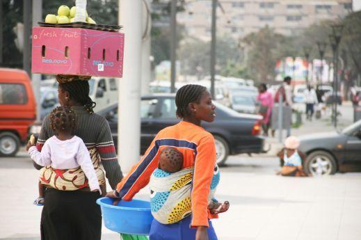 Vendedoras irritadas com a falta de água no mercado