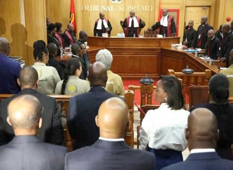 Tribunal suspende julgamento por falta de tradutor