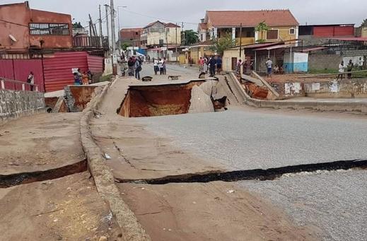 Chuva causa desabamento de ponte e duas mortes em Luanda