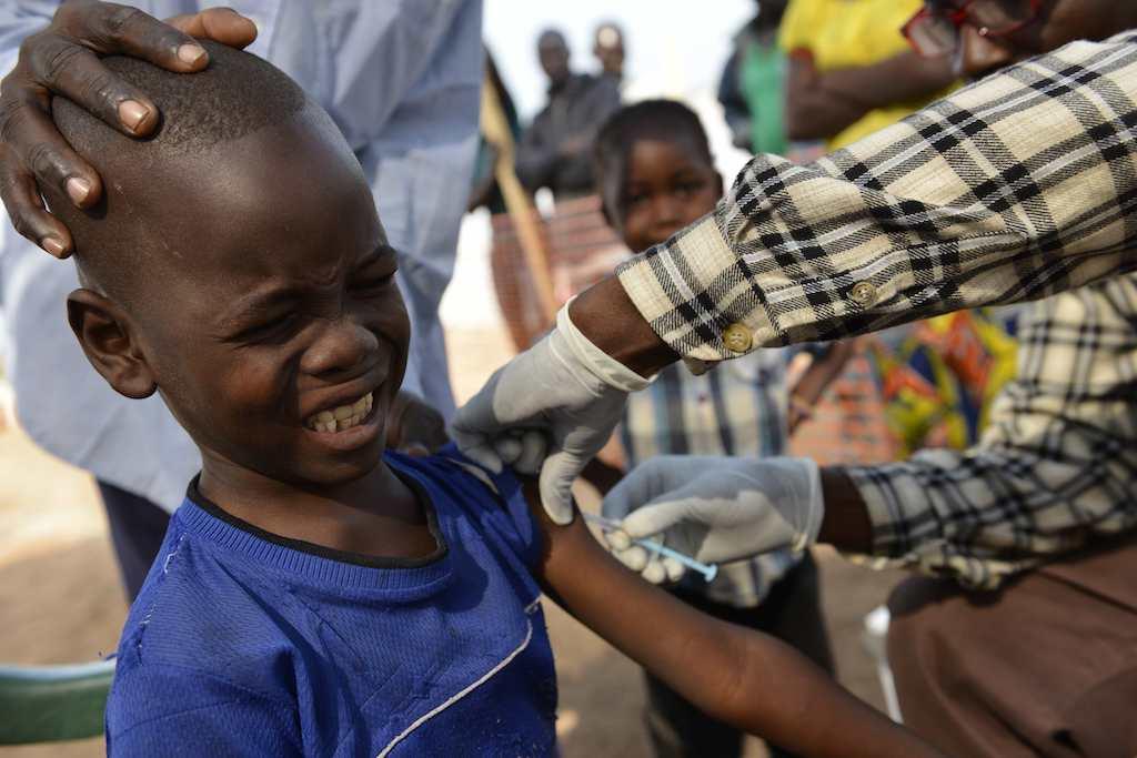 Pandemia da Covid-19 dificulta vacinação de crianças em risco de contrair doenças graves