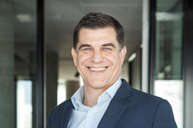 Headshot of Nicolás Szekasy a cofounder and managing partner at Kaszek Ventures.
