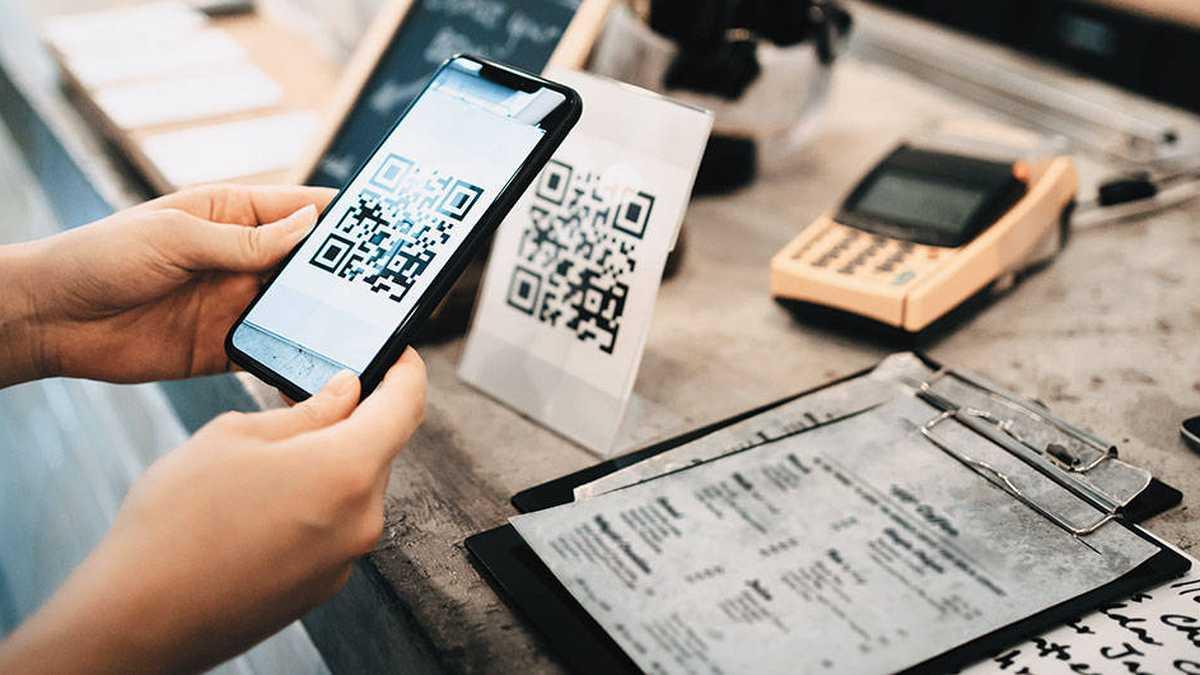 El QR se ha vuelto indispensable en aeropuertos, tiendas, restaurantes, supermercados y negocios. Con solo escanear este código hay acceso a mucha más información o a formas de pago.