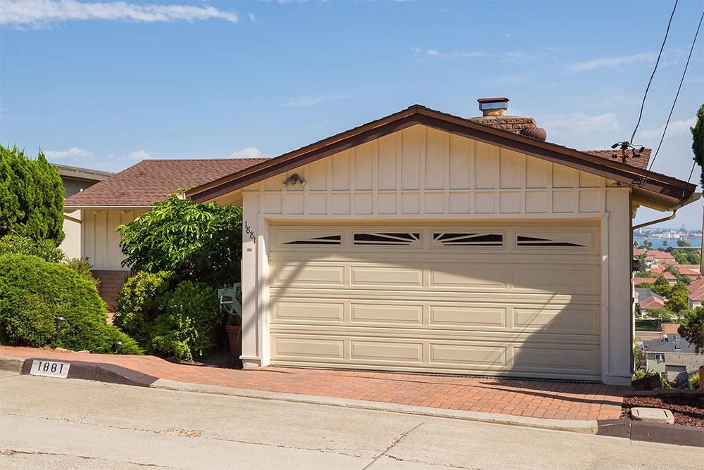 1881 Evergreen St, San Diego, CA 92106