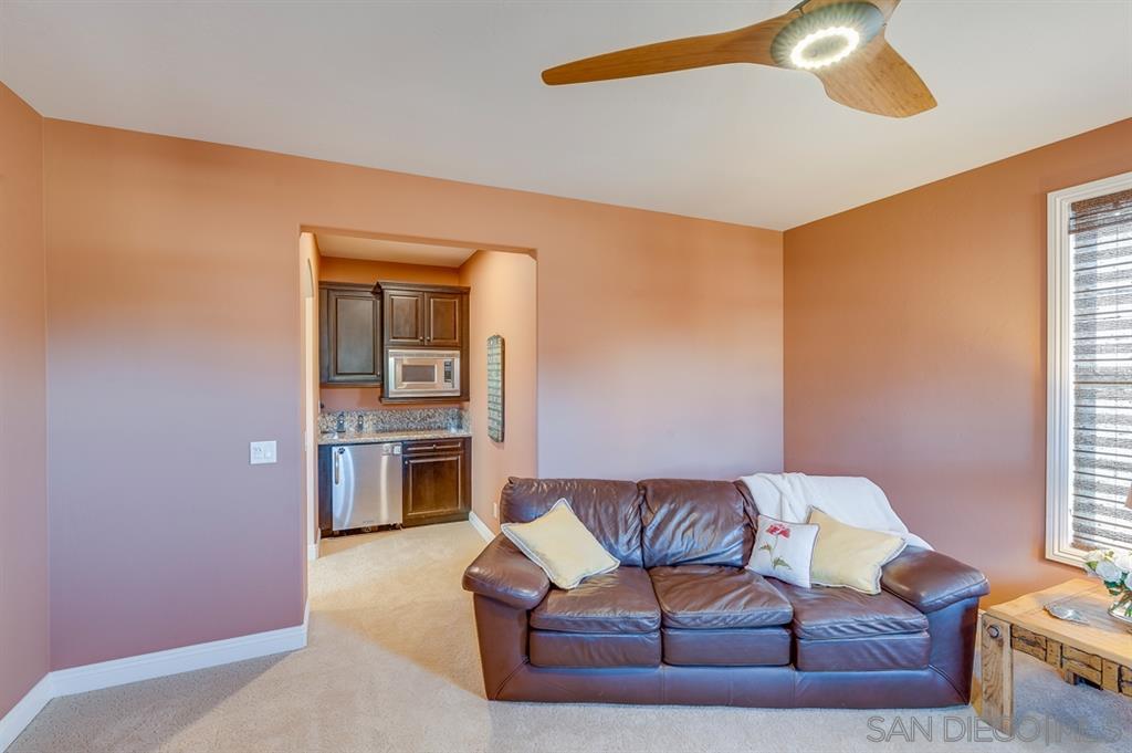 15605 Hayden Lake Pl, San Diego, CA 92127