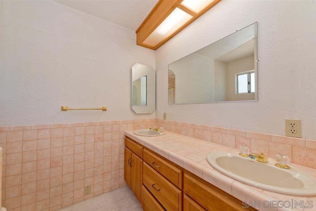 1332 Monument Hill Rd El Cajon, CA 92020