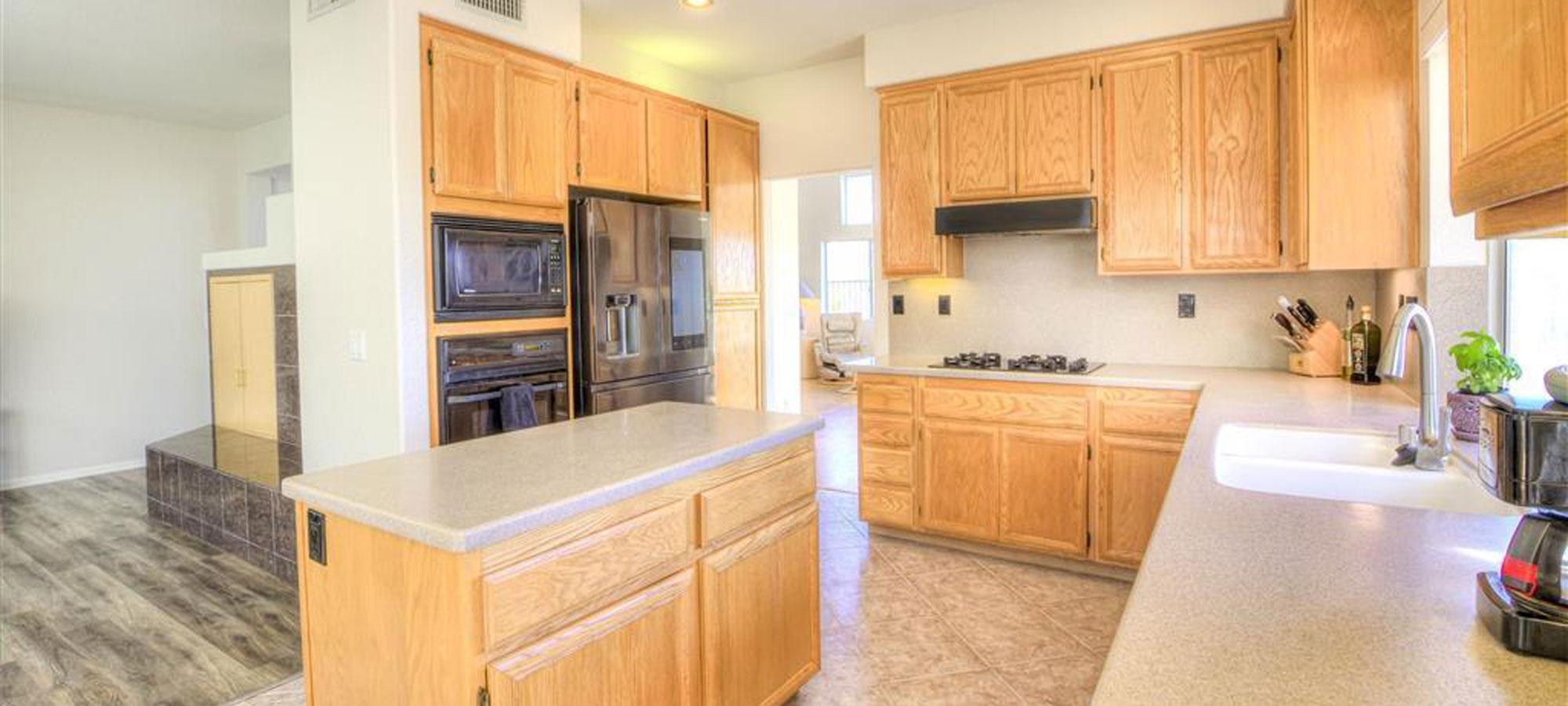 2239 Bear Rock Glen Escondido, CA 92026