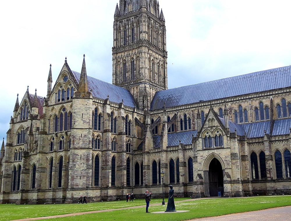 Salisbury Cathedral  stop on taxi tour  from London