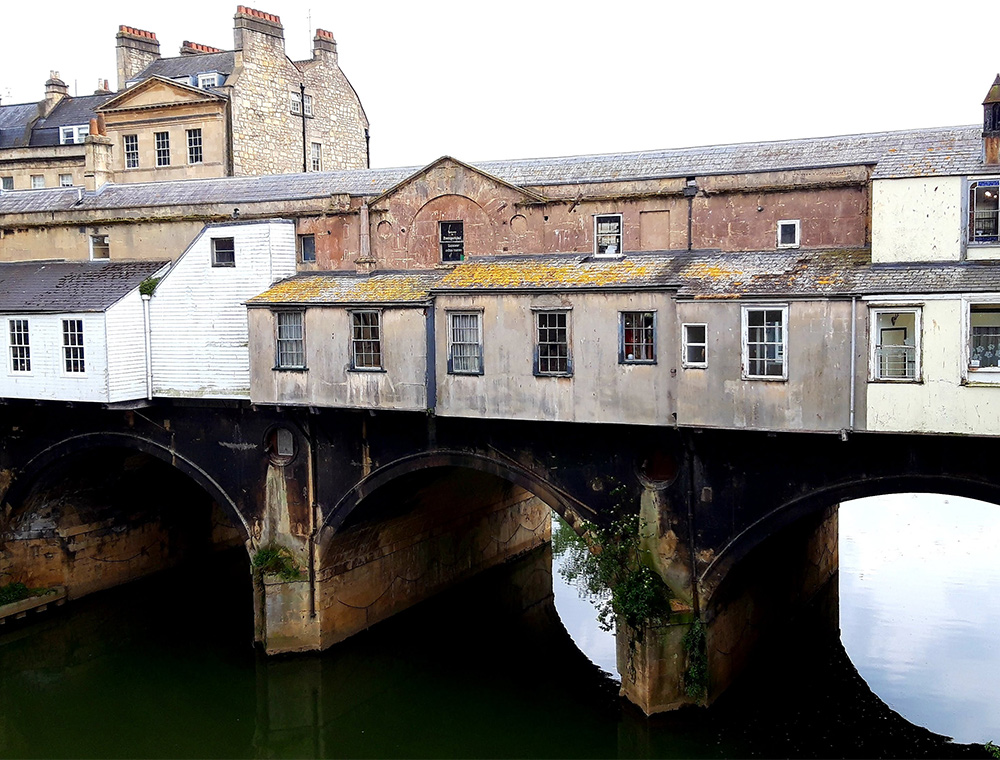 Small bridge with buildings on in bath centre
