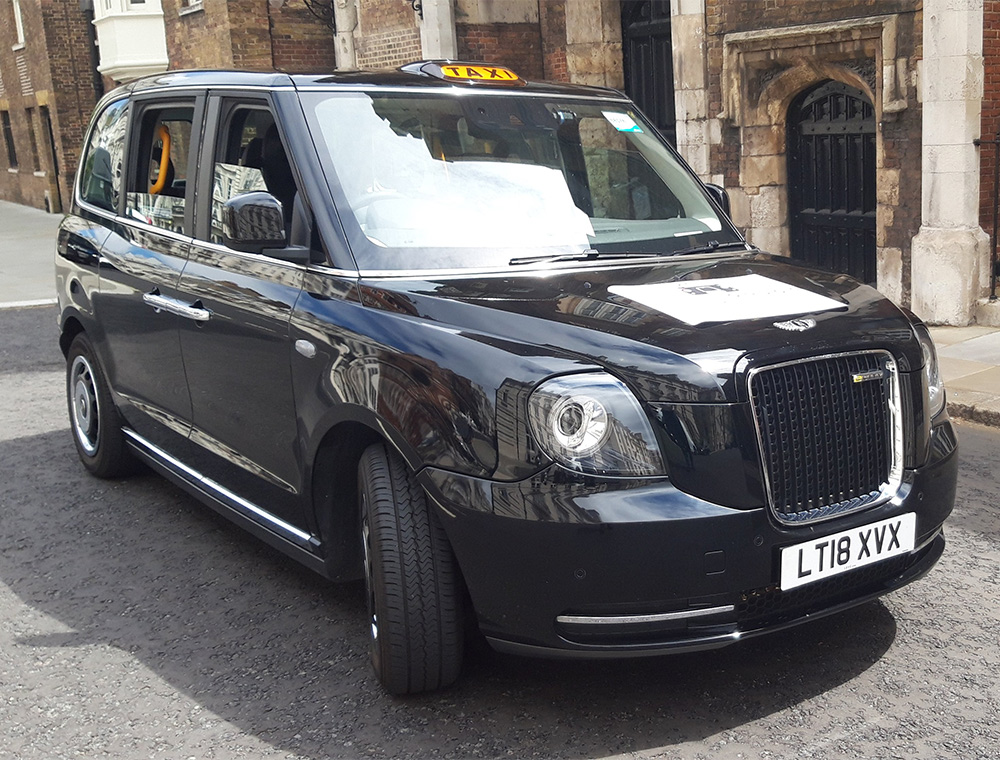 iconic black cab used by Visit London Taxi Tours when picking up guests form airport who have booked a london layover tour