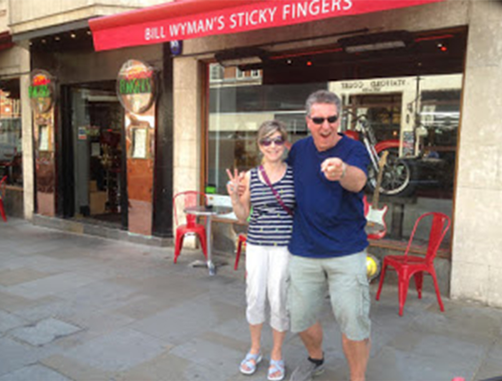 Rock n Roll taxi tour couple outside sticky fingers