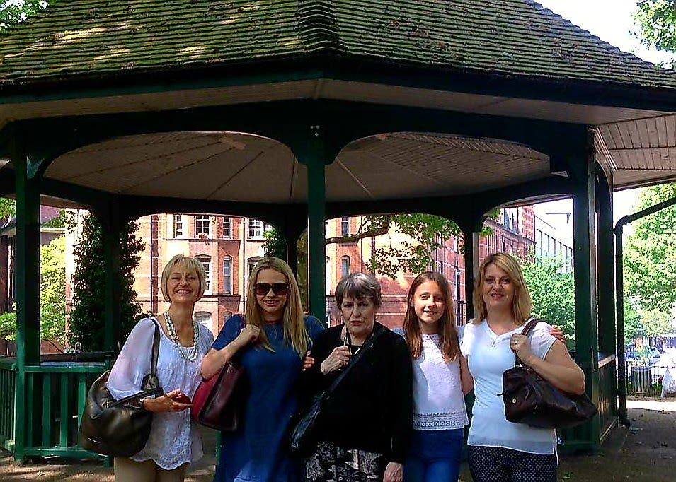 Boundary Estate Secret London taxi Tour group photo