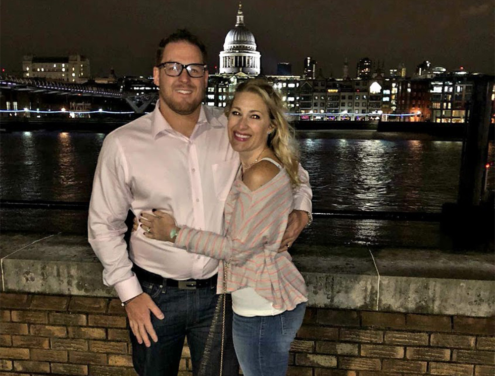 Romantic River Thames stop on private taxi tour