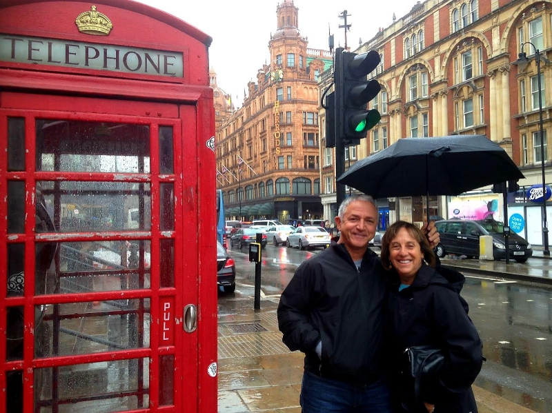 london sightseeing taxi tour stop at red phone box for photo