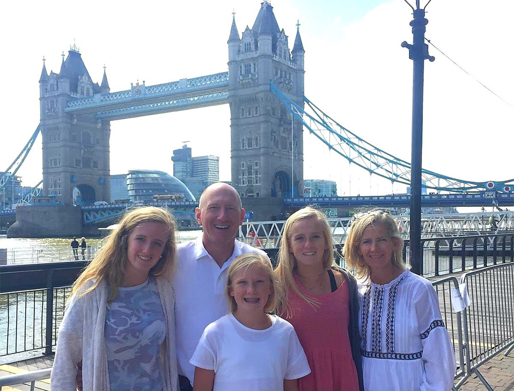 London layover taxi tour guest photo stop at Tower bridge with Visit London taxi Tours