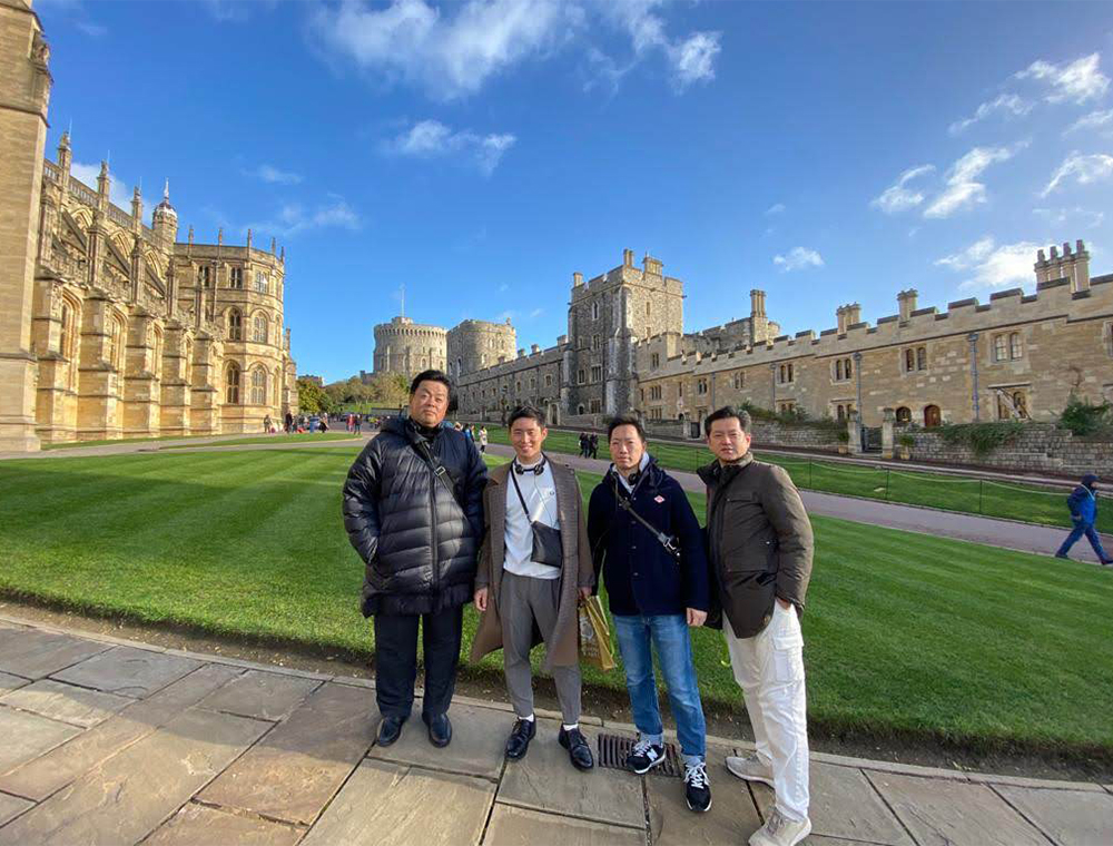 Visit London Taxi Tours guests outside Windsor castle
