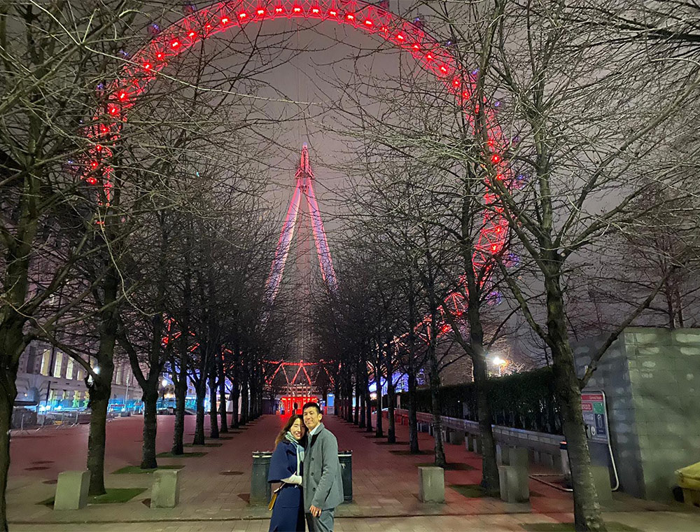 Romantic London by Night Taxi Tour stop at london Eye
