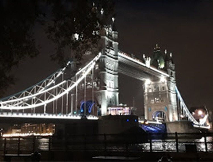 image of tower bridge at night for virtual tour of bridges