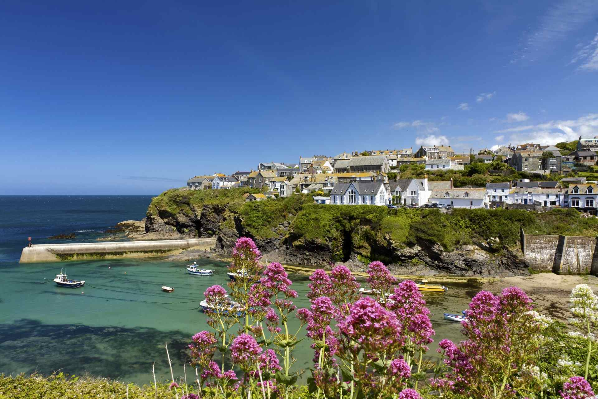 Cornish seaside village holiday cottages