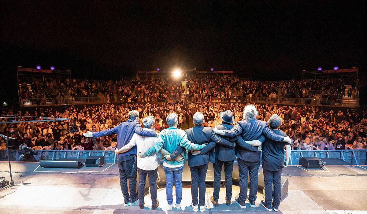 El grupo musical Love Of Lesbian tocando en tercer concierto en Noches del Botánico