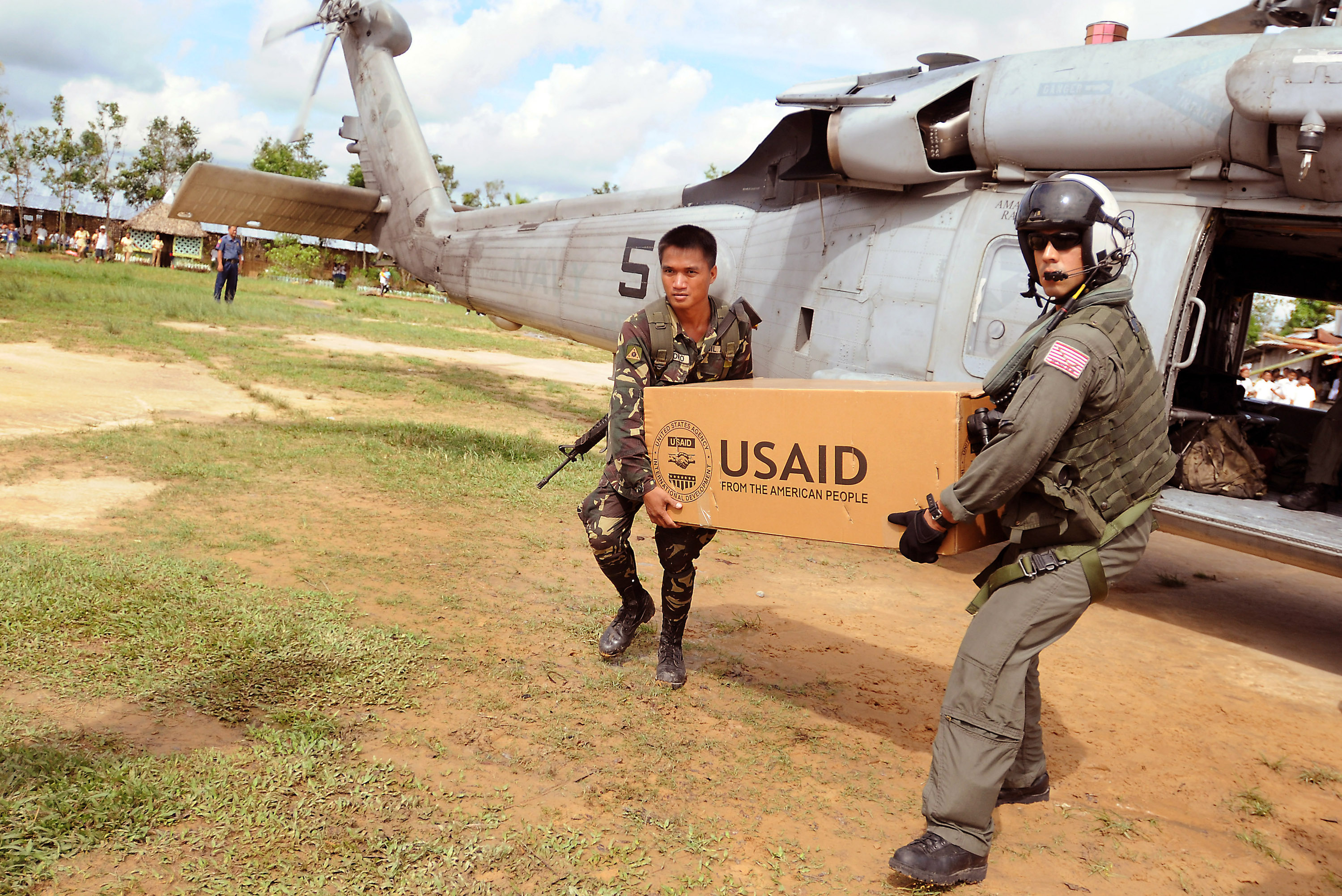 US and Philippines soldiers unload relief supplies to a school on Panay Island in the Philippines. Photo by DVIDSHUB, licensed under (CC BY 2.0).