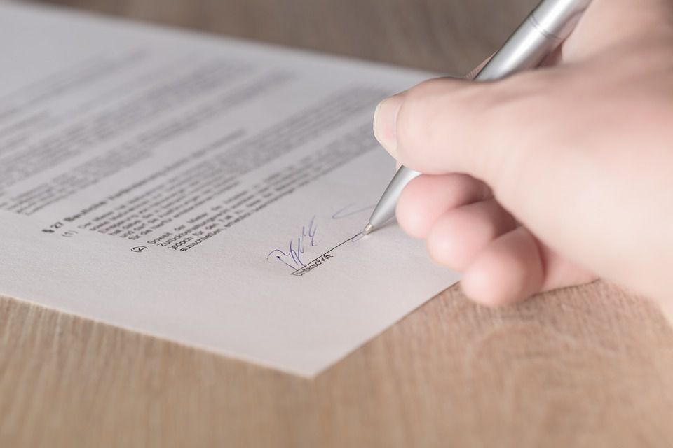 Do both parteis have to sign a contract for it to be valid?