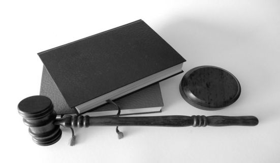 How is the probate process started in Illinois?