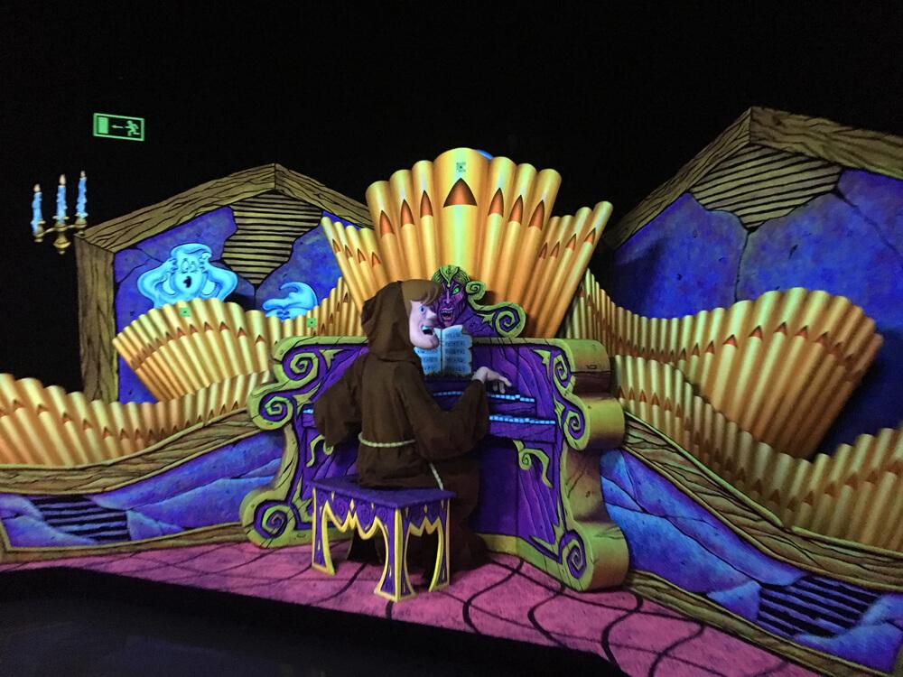 shaggy at piano