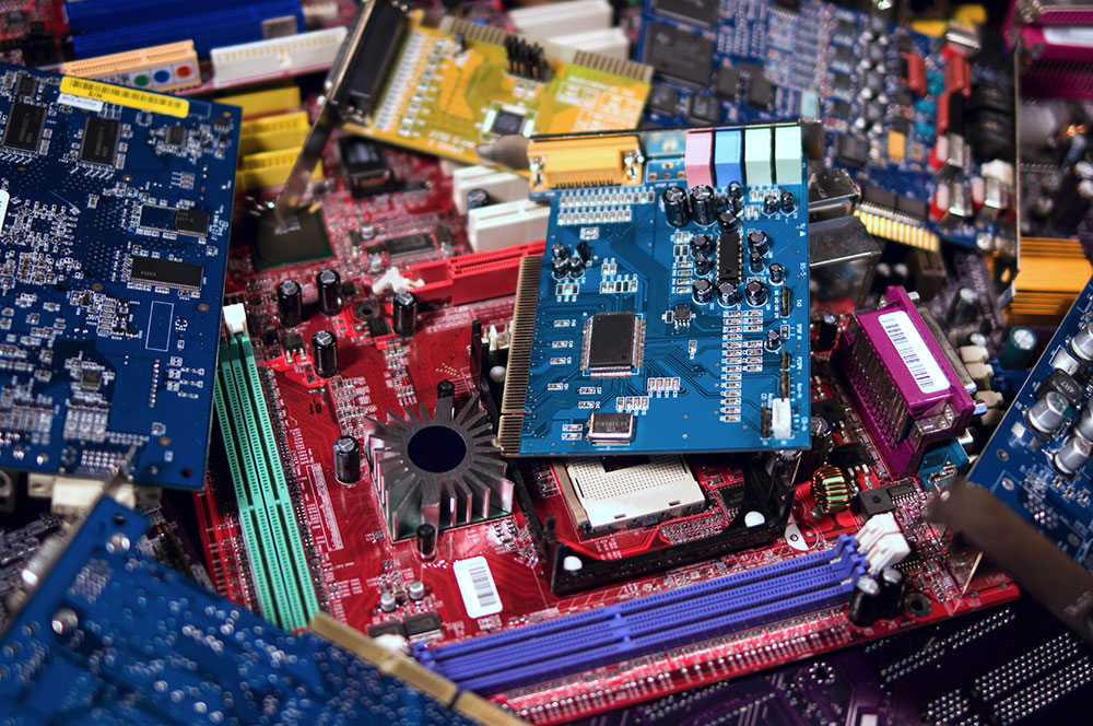 Riciclaggio rifiuti elettronici e schede elettroniche -smaltimentoRAEE e PCB