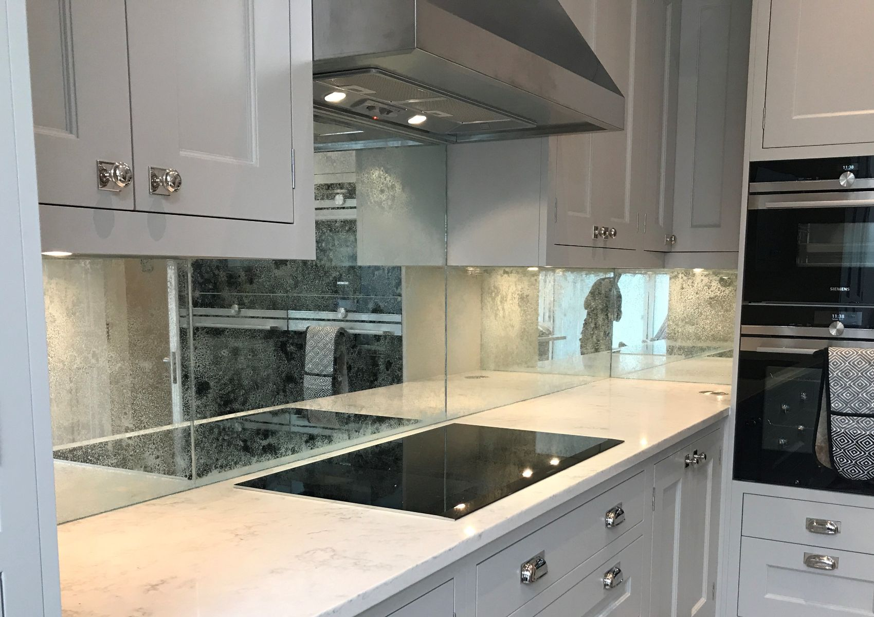 White Vintage Beautiful Splashback