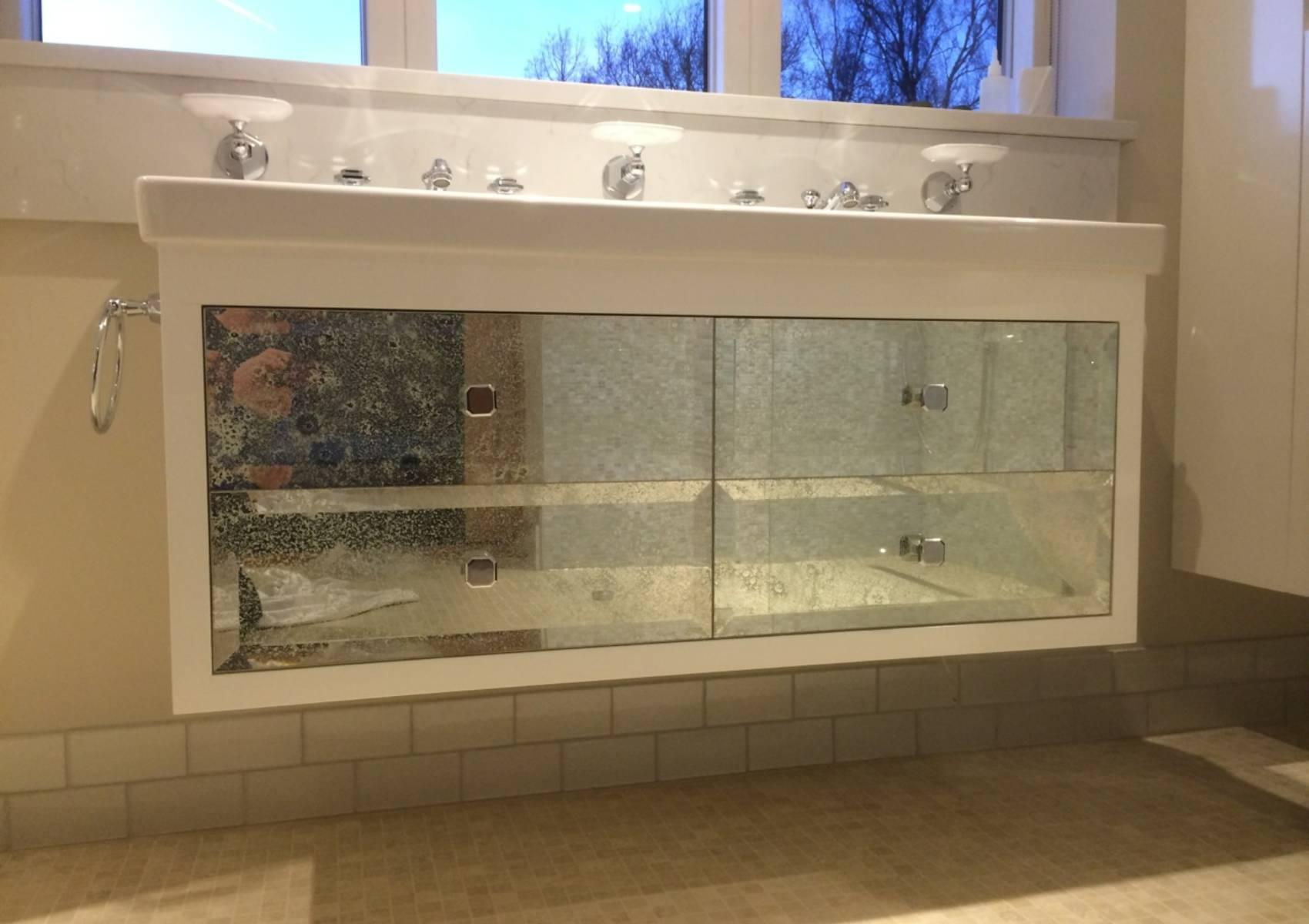 Bathroom sink white vintage