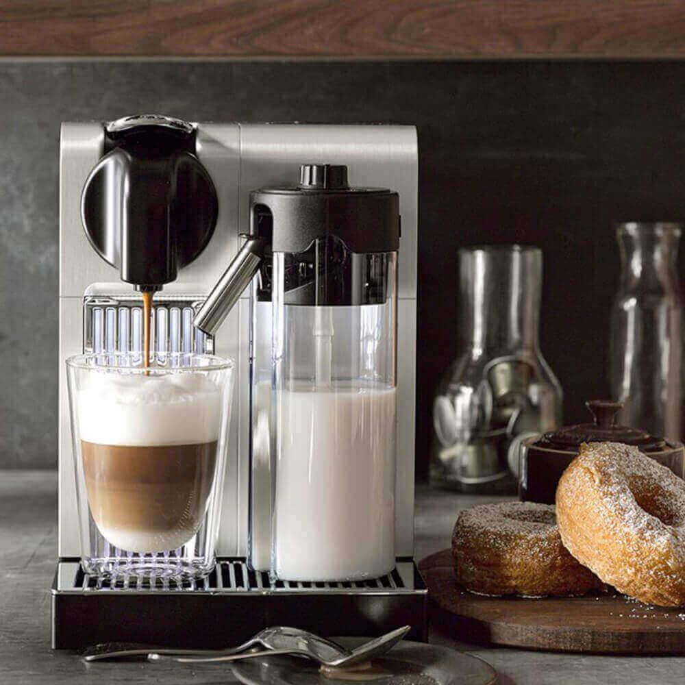 Живое фото кофемашины Delonghi Nespresso Lattissima Pro