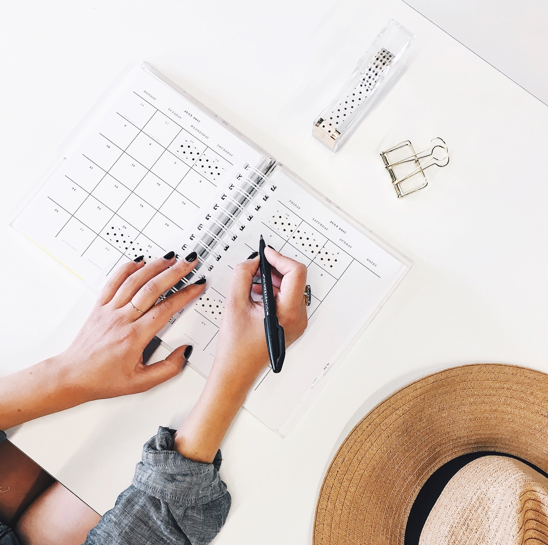 Seven Essential Office Organization Tips for Office Managers