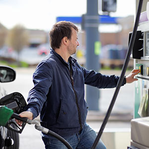 get ready for winter and keep your car fuel tank topped up or full over winter