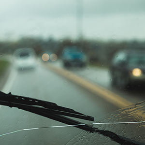 don't pour hot water on your windscreen in winter or it will crack