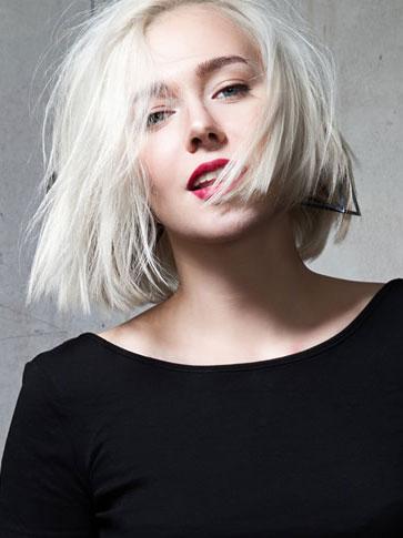 kinks blonde hairstylist
