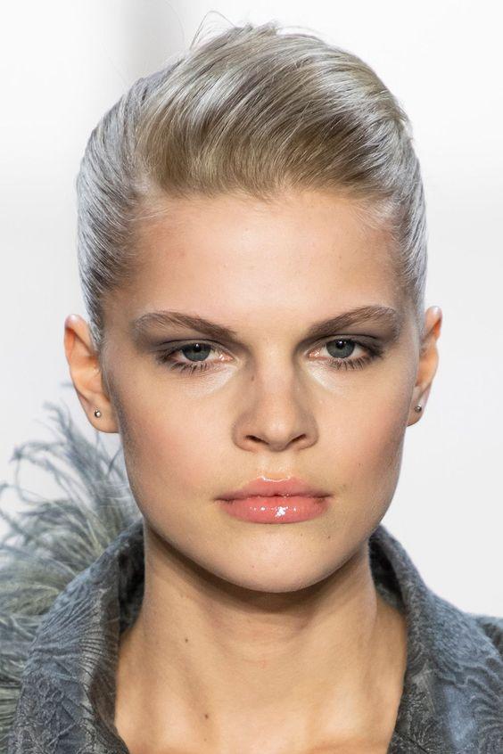Dewy Lips - Winter Beauty Trends