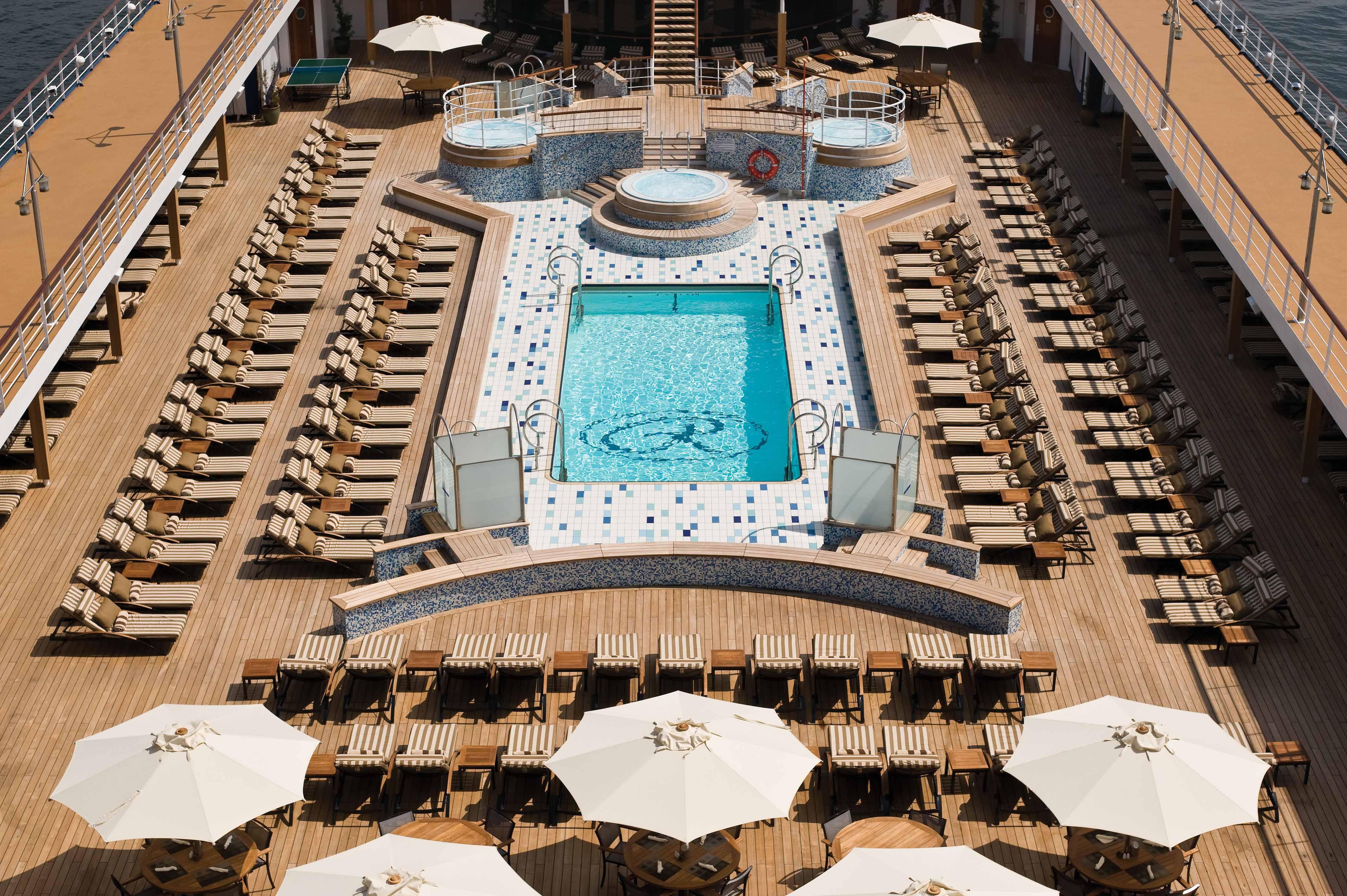 Seven Seas Mariner - Pool Deck
