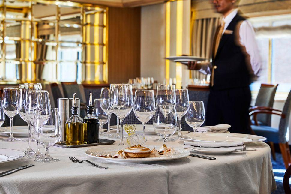 Silversea - Silver Cloud Expedition - La Terrazza Restaurant
